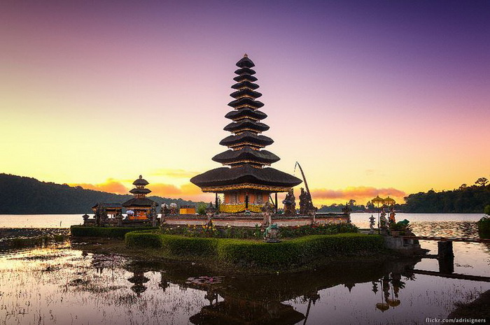 Pura Ulun Danu Beratan. Photo by Adrisigners